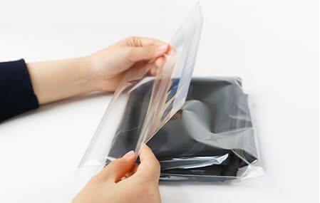 フタ側テープは余った部分を折り込むことでぴったりにすることができます。